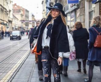 Kako nositi podrapane traperice zimi