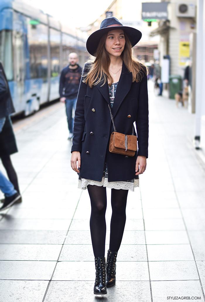 Moda: navy kaput, kako stilizirati mornarski kaputić, fedora šešir, čizme na vezanje i mini haljinu