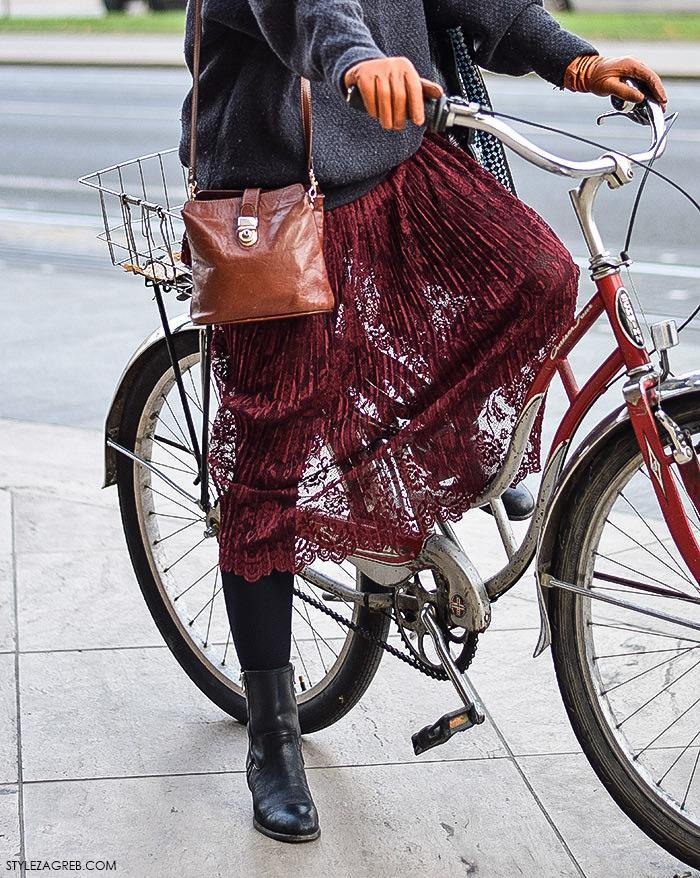 Street look: glumica Ivana Roščić - Style Zagreb, kako kombinirati bordo čipkanu suknju i čizme do gležnja, kožne rukavice u boji konjaka