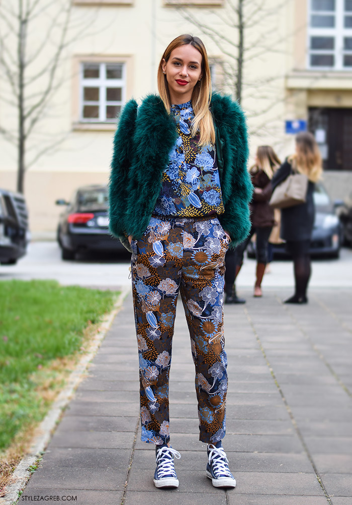 Zagreb street style moda, Tija Malik, plave starke, zelena bunda i šareni kombinezon