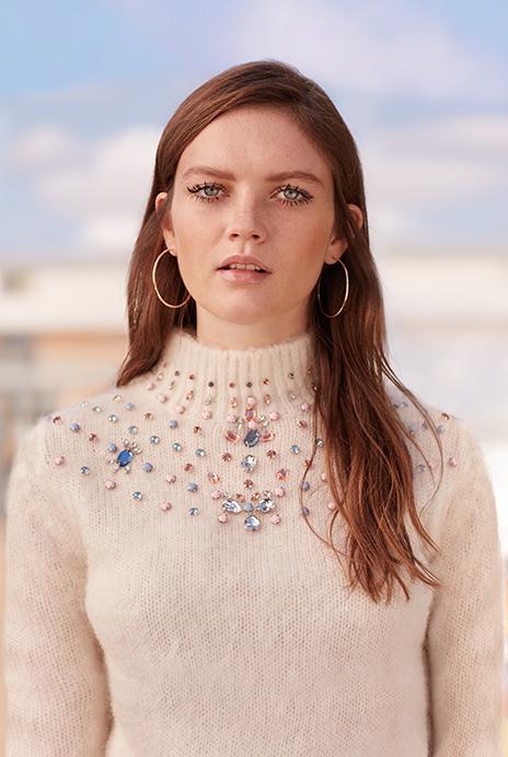 Moda: kako kombinirati džemper sa šljokicama