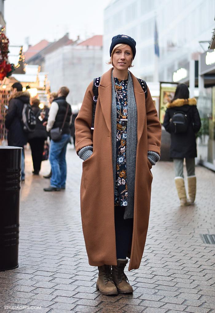 Moda, stil: Lana Radnić, H&M showroom managerica, zimski stajling oversized predimenzionirani kaput u boji karamela, beanie, street style ulična moda Zagreb. Ana Josipović blog