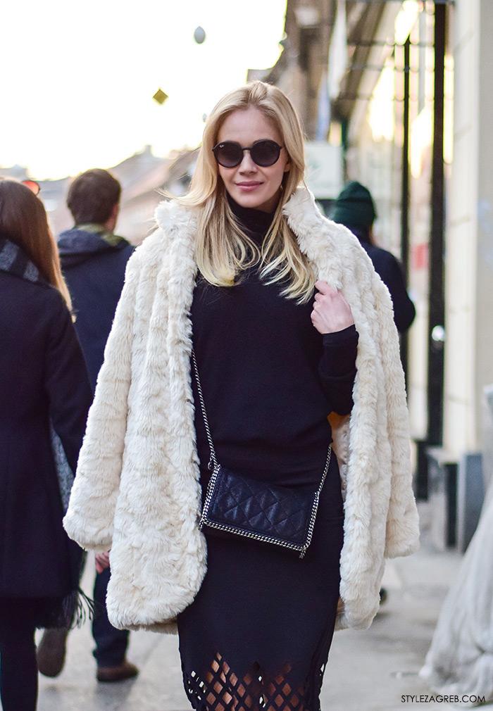Jelena Rozga street style , krem bundica, crna midi suknja, točkaste ravne cipele