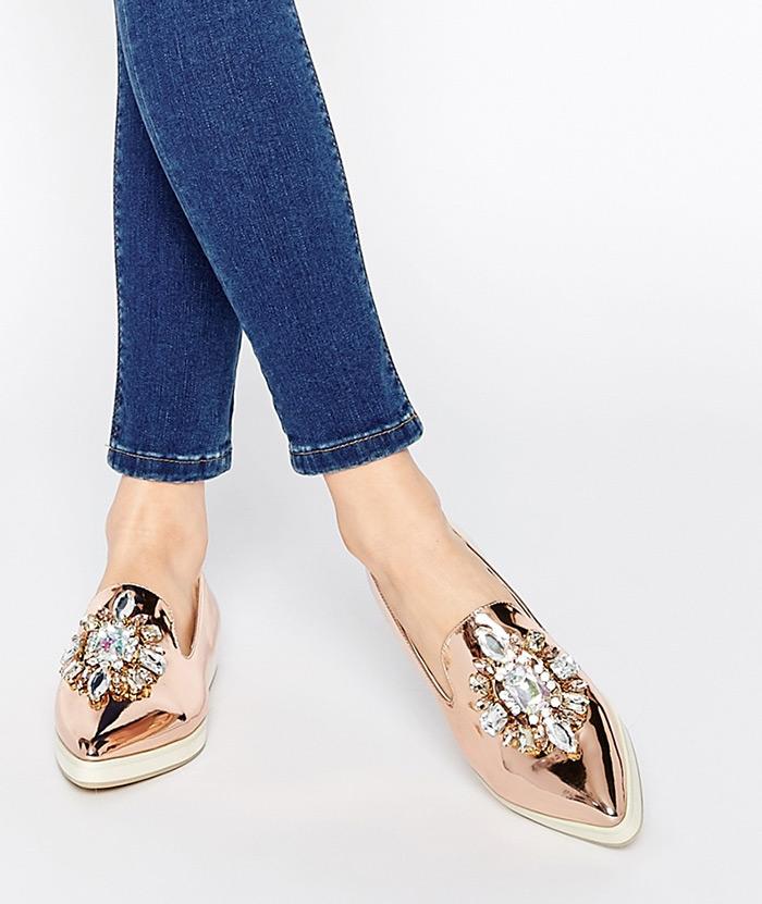 """Ideje za svakodnevni stajling, poslovni stajling, trend """"nakićenih"""" cipela, kako nositi ravne cipele"""