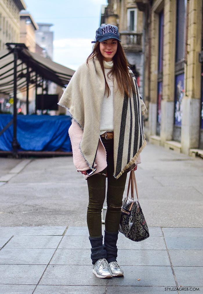 Street style moda Zagreb veljača 2016. Paula Grubišin, studentica modnog dizajna. Ideje za svakodnevni stajling MODA: Kako kombinirati baseball Nike kapu, roza kaput, dugi šal, uske maslinaste hlače i srebrne tenisice