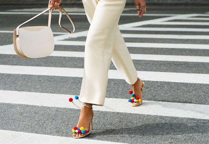 Proljetna kolekcija sandala s pomponima iz dizajnerske kuće Aquazzura