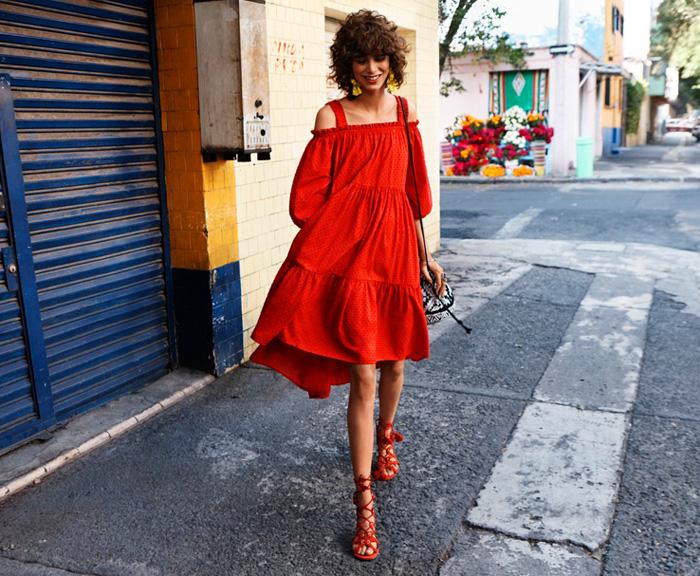 H&M kampanja proljeće 2016 crvena haljina s golim ramenima