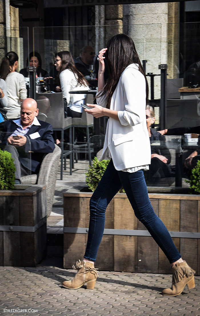 sportski sako bijele hlače, zara trgovina, Moda kako nositi moderni bijeli sako i traperice, Zagreb street style Instagram žena moda fashion hr zagrebačka špica modne kombinacije