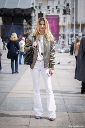 Street style Zagreb, kombinacija bomber jakna i bijele trapezice, proljetna ulična moda, Korina Barišić, stil arhitektice by StyleZagreb.com