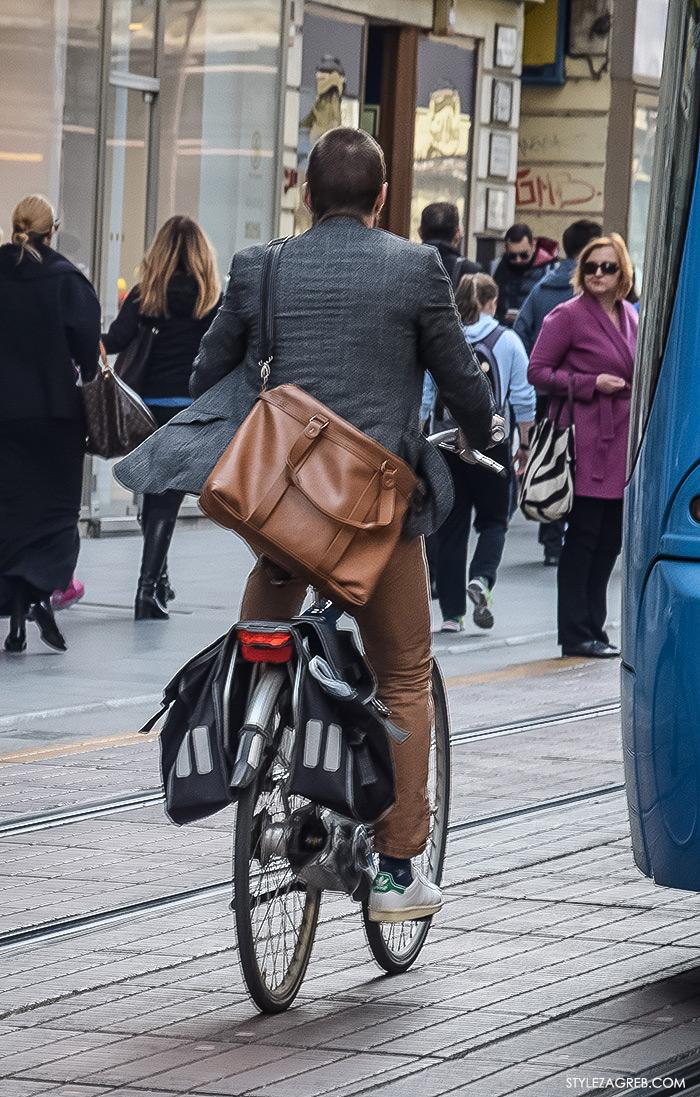 Zagreb street style, zagrebacka spica moda 2016, proljeće muška ulična moda dečki, Style Zagreb, fotka poslovnjak na biciklu u bijelim tenisicama