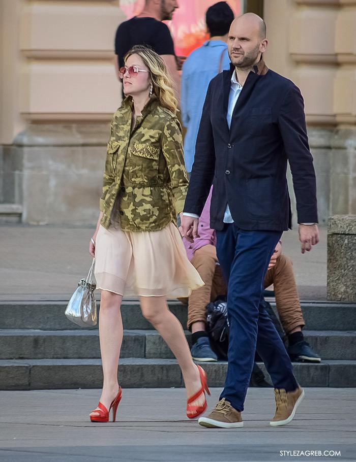 Street style Zagreb, ženska elegantna odjeća za vjenčanja, što odjenuti za vjenčanje, jakna od maskirnog uzorka i roza lepršava suknja