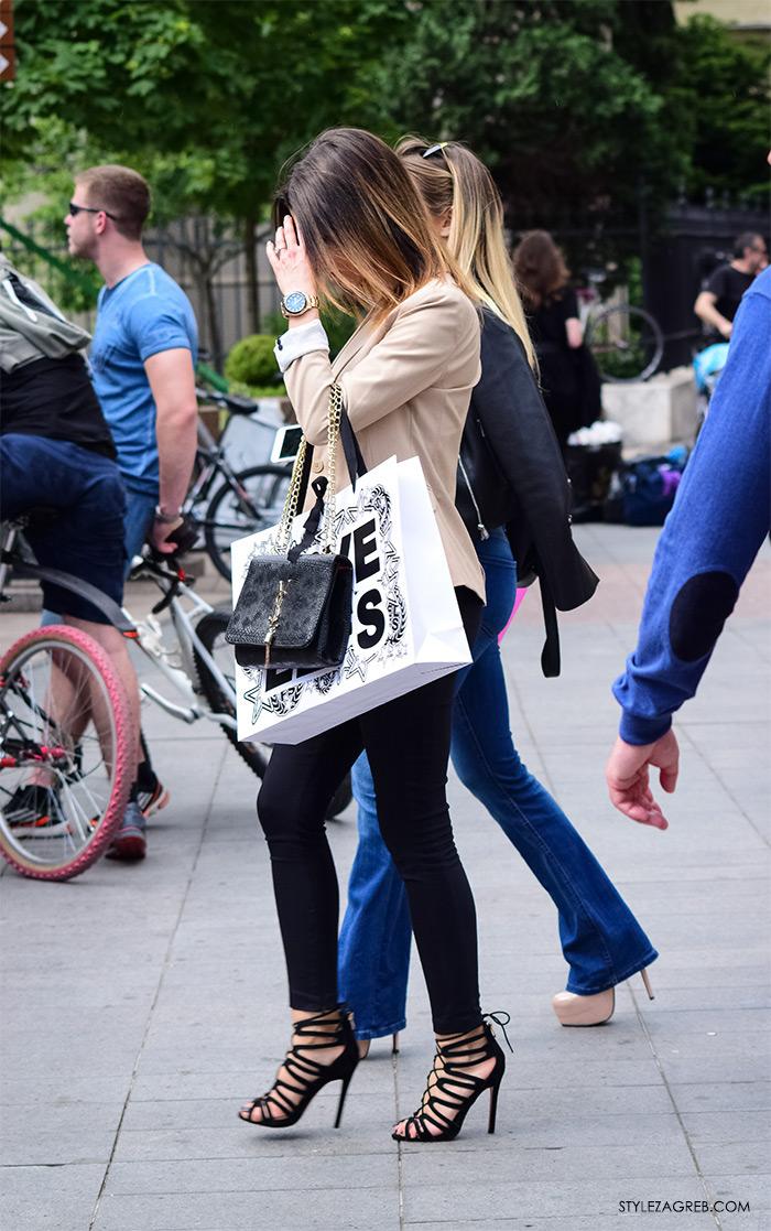 Zagreb ulična moda, Style Zagreb proljeće street style cro moda fashion žena hr, kako nositi bež sako i crne uske hlače, dizajnerska torba YSL