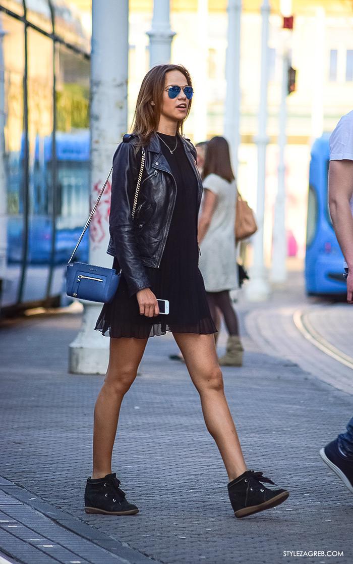 što djevojke odijevaju za večernji izlazak, street style Zagreb ulična moda, cool outfit bajkerska kožna jakna, mini mala crna haljina, Rey Ban metalizirane sunačne naočela, Isabel Marant tenisice sa skrivenom petom