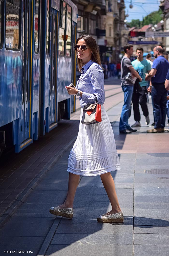 proljetna ulična moda Zagreb street style, bijela Zara midi suknja, popelin svijtlo plava košulja Zara, srebrne espadrile