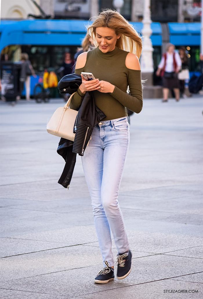 street style zagreb top off shoulder gola ramena, bijeli top Zara otvorenih ramena i uske traperice