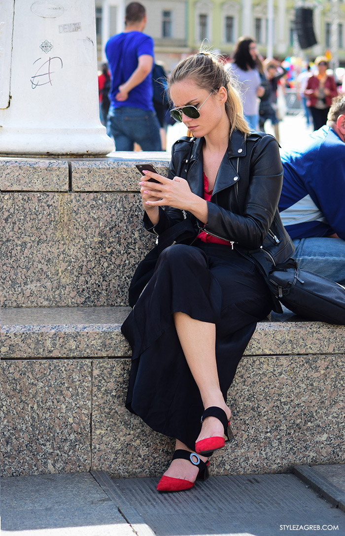 Arhitektica Nina Mia Čikeš Street style Zagreb Hrvatska, ulična moda Zagreb, prosvjed Hrvatska može bolje 1.6.2016. Poslovna kombinacija: crna bajkerska jakna, crne šos-hlače, šlape Mango