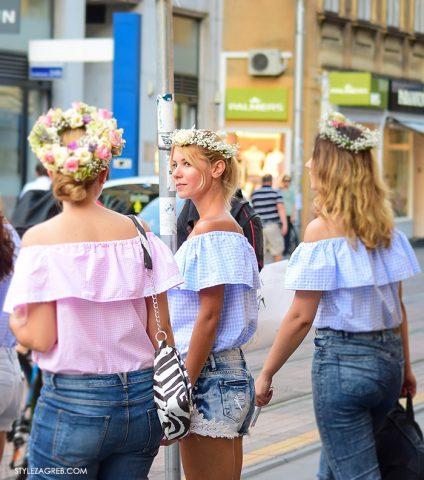 Djevojačko društvo i cvjetni vjenčići