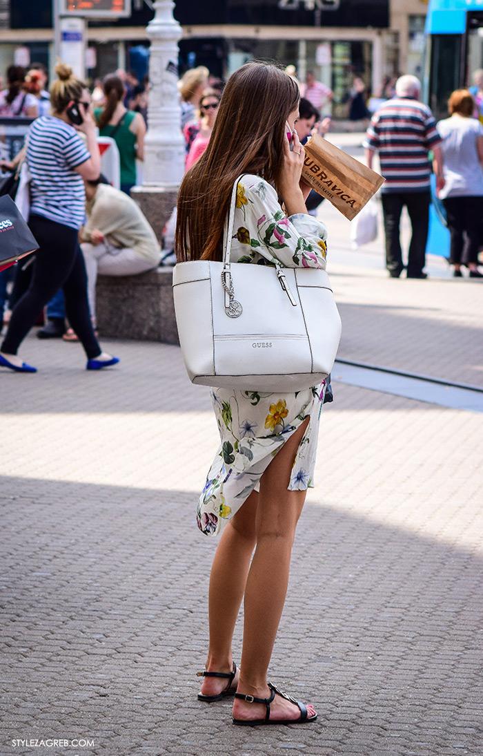 Ljeto ženska moda zagrebačka špica, street style Zagreb, kako nositi midi cvjetasta haljina Zara i ravne sandale