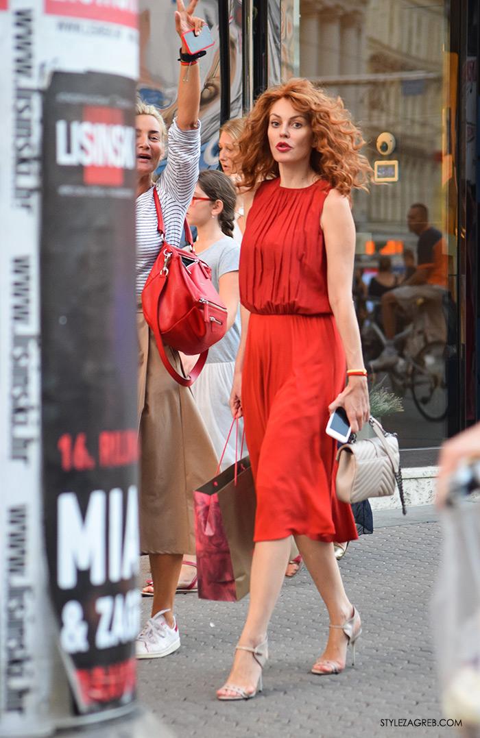 Žena u crvenom, Zagreb street style, crvena midi haljina, Anja Lutilsky i Ana Šarić Karamarko
