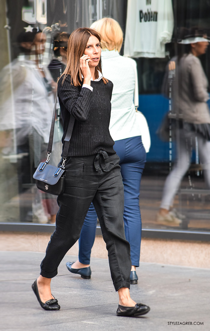 Poslovna moda 2016 jesen žena savjeti kako Zagreb street style ulična moda kombinacije poslovni look outfit styling, crne hlače i balerinke, bijela košulja i vesta, slojeviti stajling