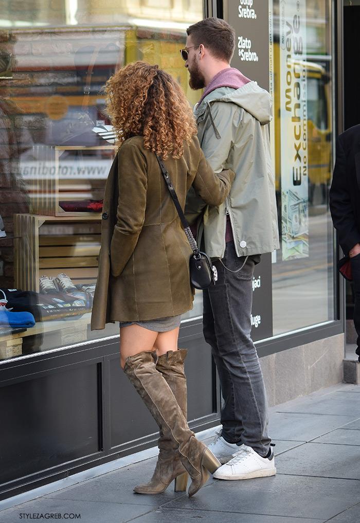 Kako kombiniati čizme preko koljena ženska top popularna najbolja moda jesen zima 2016 Zagreb street style Zagreb Croatia street fashion Instagram. Kombinacija maslinaste čizme preko koljena, siva pletena mini haljina
