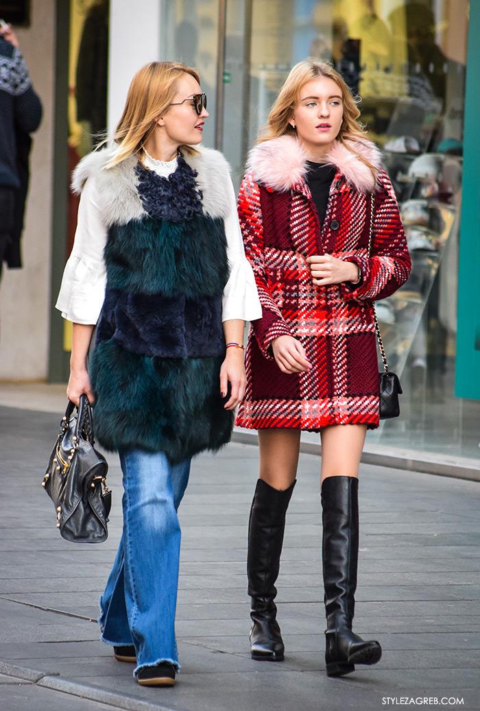 Moda jesen zima 2016 street style Zagreb, špica, subota, kombinacija krzneni prsluj i široke traperice, Zara karirani kaput s roza krzo i visoke čizme