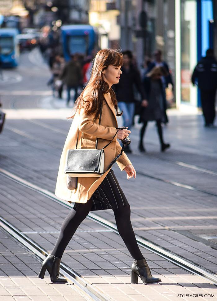 Moda jesen zima 2016 street style Zagreb, špica, kombinacija bež kaput iznad koljena i uska suknja
