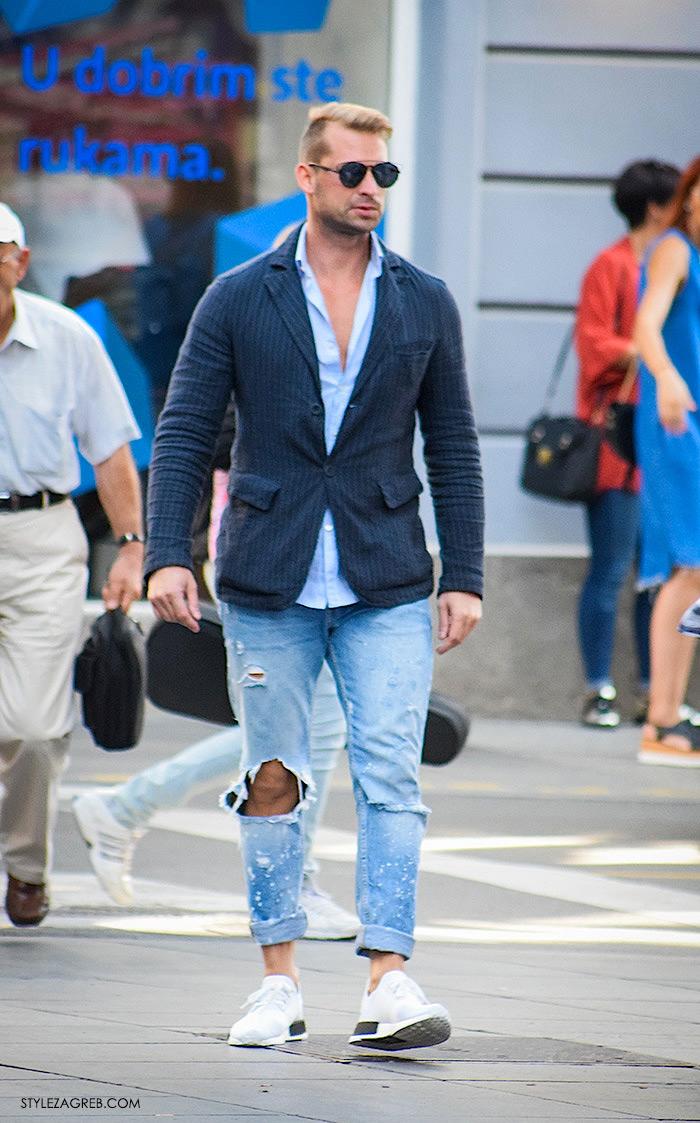 Street style Zagreb jesen 2016 muška moda, poderane traperice, plava košulja, bijele tenisice