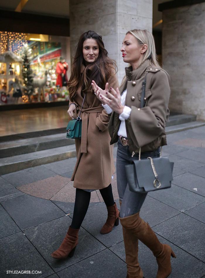 Mirjana Rajcic Instagram Style Zagreb Advent u Zagrebu špica ulična moda street style subota kombinacija kaput boje konjaka, smeđe gležnjače i zelena torbica, admiralska kratka jakna sa širokim zvonolikim rukavima, smeđe čizme preko koljena