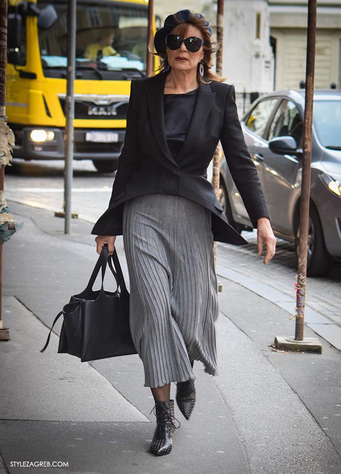 Đurđa Tedeschi: plava beretka uz odličan jesenski styling, Street Style Zagreb Đurđa Tedeschi najnovije jesenski styling ulična moda, kako kombinirati plava beretka crni sako siva plisirana suknja styling, ženska zimska moda