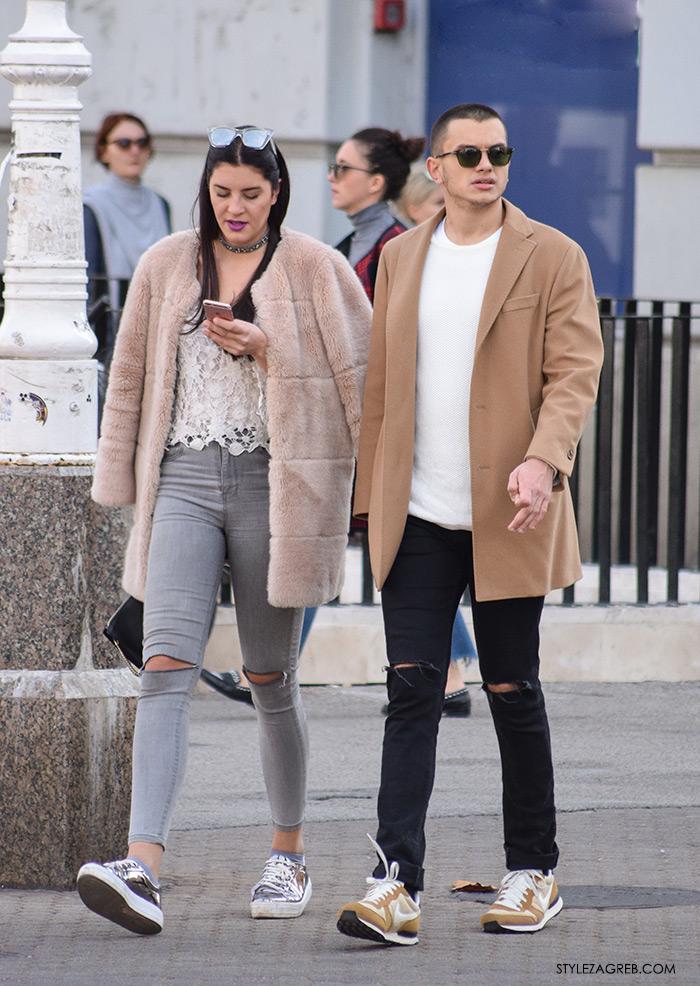 Street Style Zagreb muška ulična moda jesen zima bež kaput boje devine dlake, crne hlače i Nike tenisice
