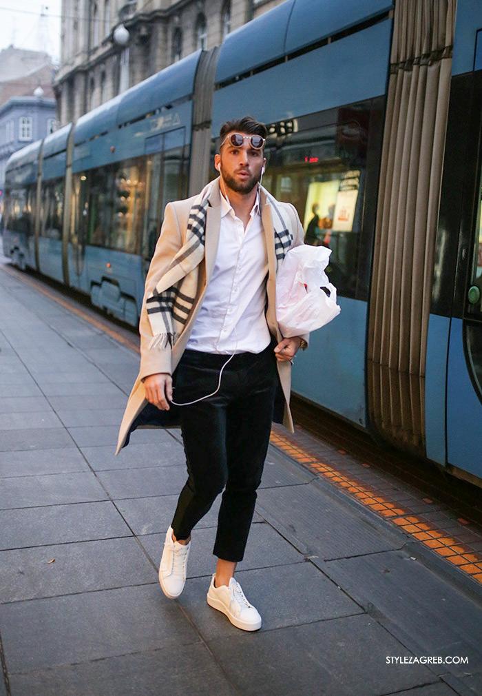 Marko Šimić Instagram, nogometaš, Street Style Zagreb muška ulična moda jesen zima bež kaput bijela košulja, crne hlače od baršuna, bijele tenisice, karirani šal Burberry