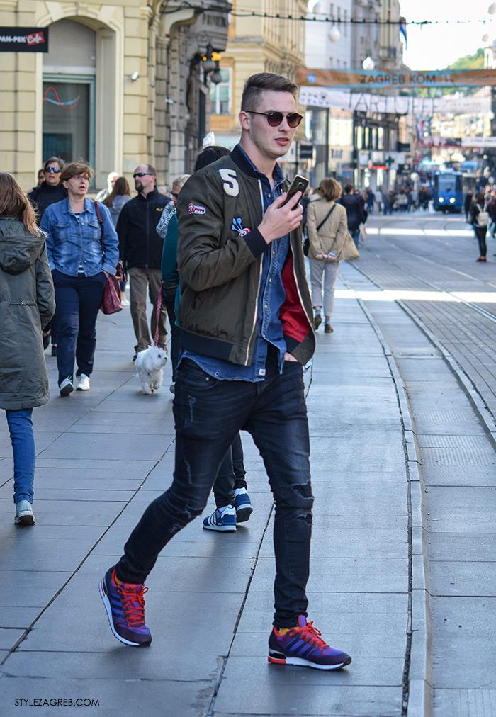 Street Style Zagreb muška ulična moda jesen zima kombinacija bomber jakna, traper košulja i tamne poderane traperice, Adidas ljubiačste crvene tenisice