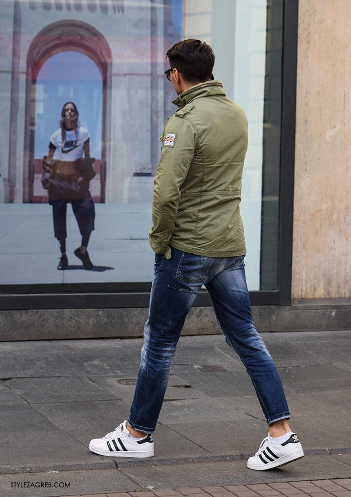 Street Style Zagreb muška ulična moda jesen zima kombinacija zelena vojnička jakna, traperice, bijele adidas tenisice