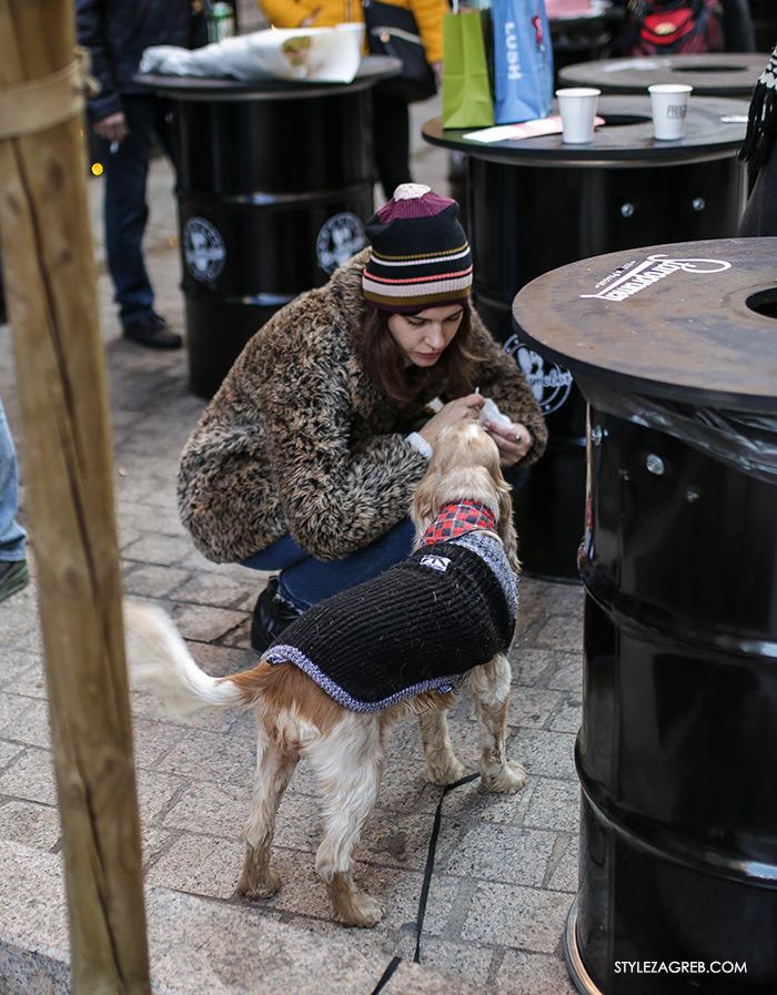 Street style Zagreb: ulična moda druga adventska subota šica Advent u Zagrebu, 3.12.2016. kakvi outfiti se nose zimska ženska moda, dress code faux fur and knitted hat