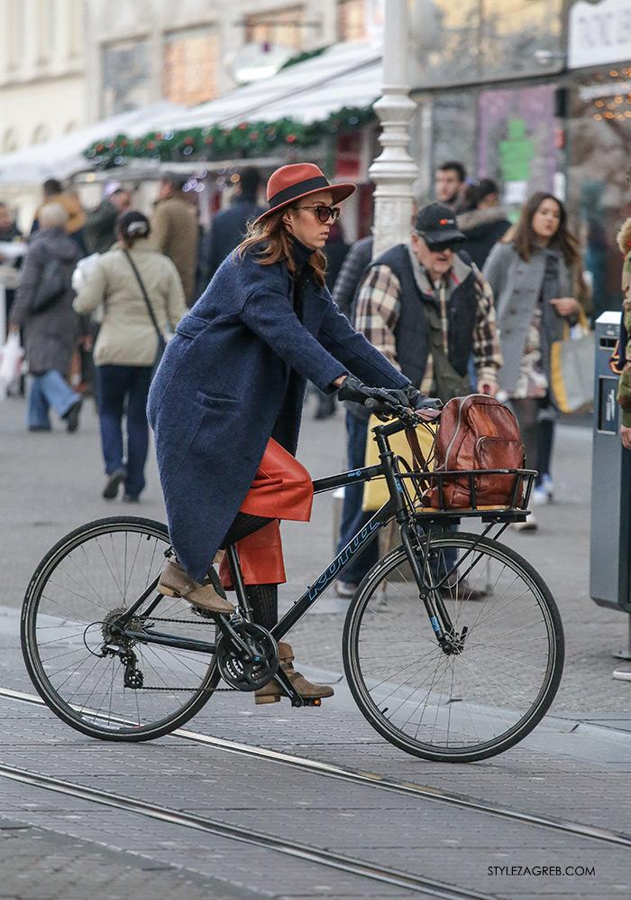 Street style Zagreb: ulična moda druga adventska subota šica Advent u Zagrebu, 3.12.2016. kakvi outfiti se nose zimska ženska moda, how to wear leather culottes, stylish women on a bike, vintage leather backpack, in the city