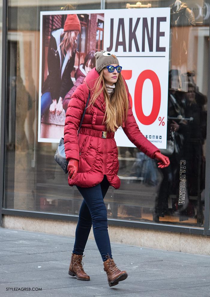 "Friško ""ulovili"" štosne pernate jakne - kakvi krojevi se sada nose, bomber jacket trend, winter padded jacket, womens winter fashion, ženska moda zima, pernate punjene jakne crvena i gojzerice kako nositi, street style Zagreb, ulična moda fotano na Ilici"