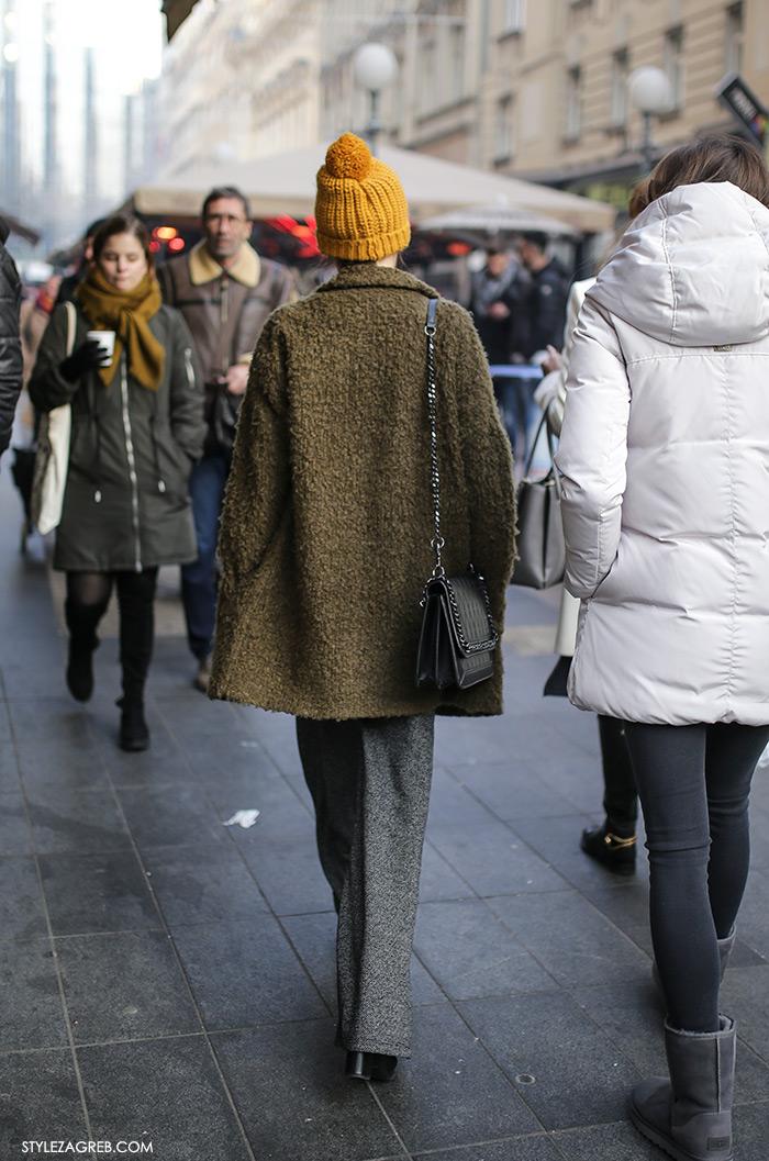 Advent u Zagrebu, pletena kapa s pomponom i meki zeleni kratki kaput, Kakve se pletene kape s coflekom sada nose u Zagrebu, How to wear a beanie with pom pom green coat women's fashion winter fashion style outfit ideas