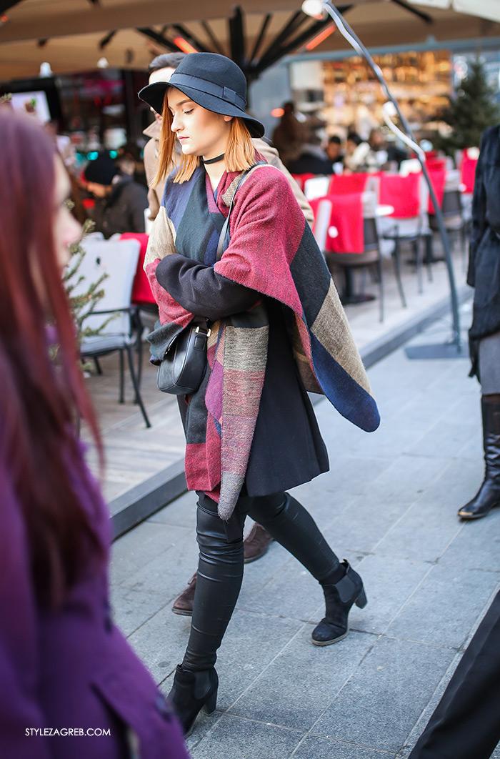 Slojevito: evo kako postići izvrstan zimski outfit! Street style moda Zagreb, gdje kupiti dugi šal, kaput bez rukava, chocker i šešir, winter women's fashion how to style wear sleveless coat styling tips ideas, ankle boots