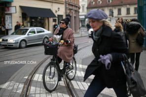Fotka dana: pink kaput, žuto zvonce, bicikl i buketić by StyleZagreb.com