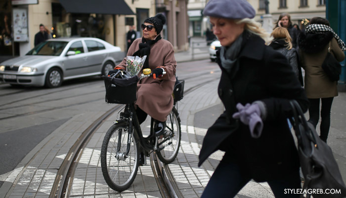 zagreb street style 11.2., zagrebačka špica, 11. veljača 2017. Fotka dana: pink kaput, žuto zvonce, bicikl i buketić by StyleZagreb.com