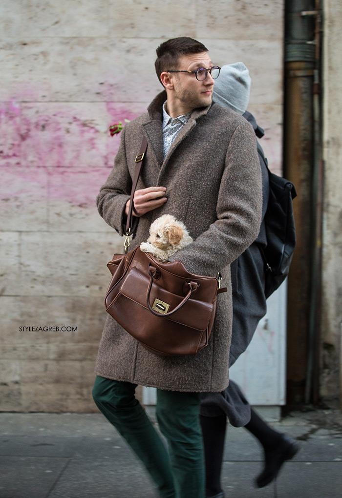 Utorak, Valentinovo u gradu StyleZagreb.com muška moda zima kaput muškarac sa psom štene smeđi kaput zelene čizme velika muška torba kako kombinirati