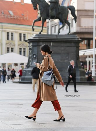 Trendovske cipele s blok potpeticom ona je izvrsno uklopila