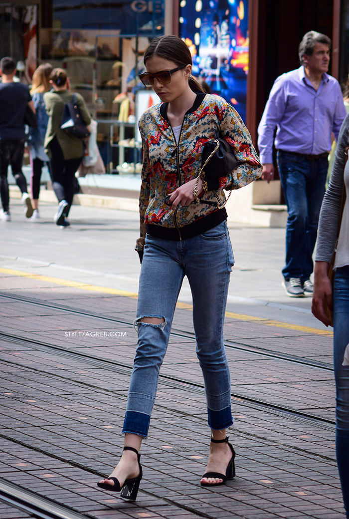zagrebačka špica proljetna moda street style styling bomber jakne i traperice poderanog ruba