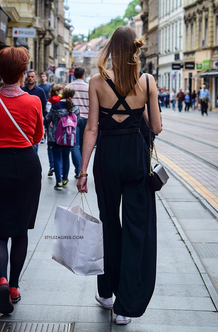 zagrebačka špica proljetna moda street style kako nositi crni kombinezon otvorenih leđa i bijele starke