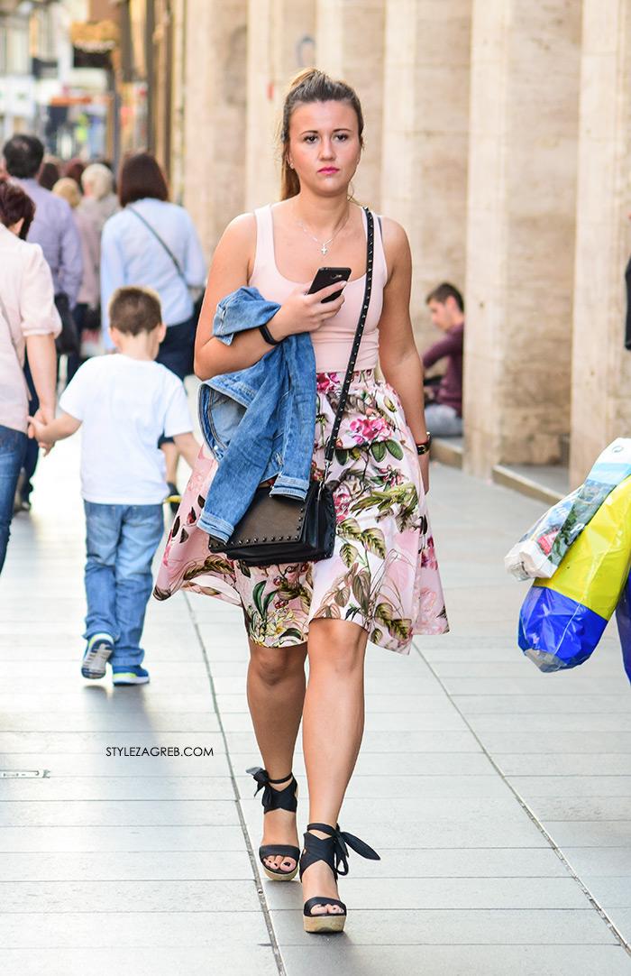Street style Zagreb kako nositi roza boja stajling kombinacija midi roza cvjetasta suknja espadrile na punu petu