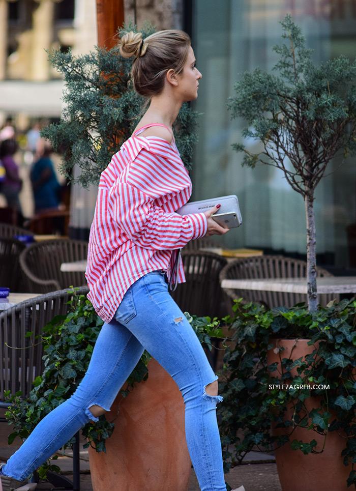 Street Style Zagreb HIT STYLING: Nosi se... najzavodljivija košulja ikad! Trend koji upravo jača u uličnoj modi su košulje s proširenim ovratnikom zbog čega su izraženije dekoltirane. Zara prugasta košulja