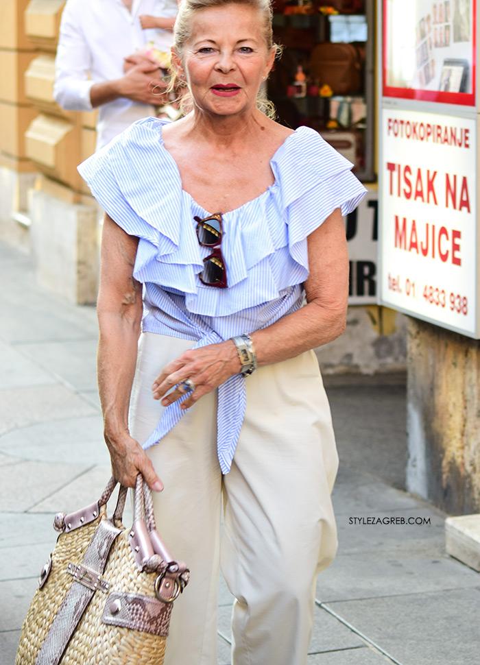 Modni stil, klasični modni stil, ljetni modni stil 2017, street style zagreb danas ulična moda plava prugasta bluza s volanima starija gospođa