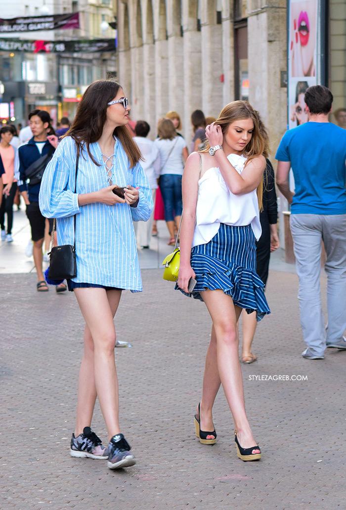 Mini prugasta suknja asimetrični rub žena sa stilom Zagreb street style ljetna moda srpanj 2017. široka prugasta košulja i traper šorc