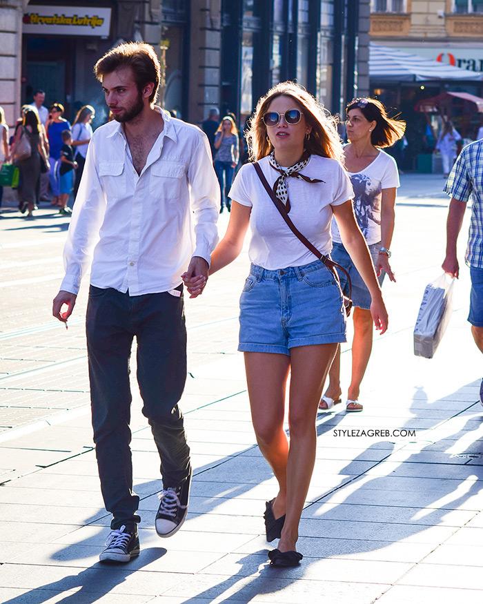 Street Style Zagreb Ljetni Traper Raport street style 2017 traper šorc, ravne Mango šlape, bijela majica i marama bandana, moderno odjevena djevojka